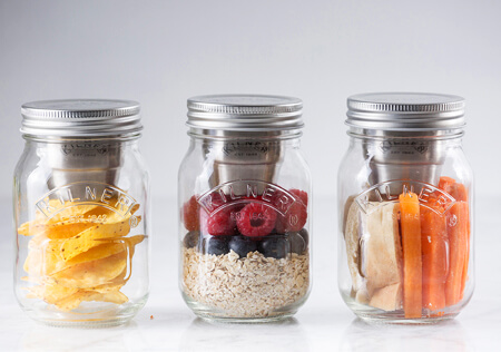Snackbecher fuer Muesli und Salate Kilner Snack on the go Glas