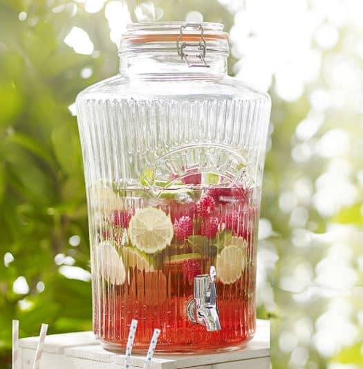 Getränkespender von Kilner mit rotem Punsch