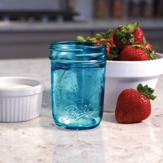 Ball Mason Jar Elite Regular Mouth 8oz Glas in Blau mit Erdbeere
